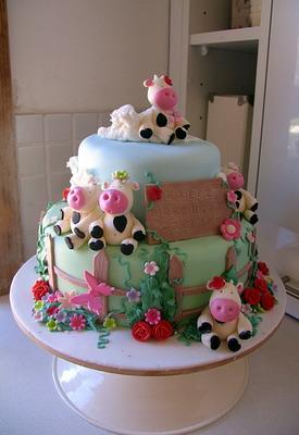 http://www.imadedinner.net/wp-content/uploads/2009/06/cow_cute_cake.jpg