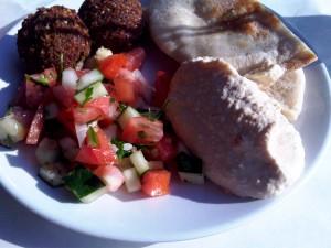 2 falafel, pita, hummus and persian salad